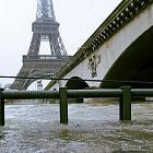 Париж закрывает Лувр и Орсе