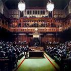 Monkey business. Приматов в Парламенте Бэнкси выставляют на аукцион